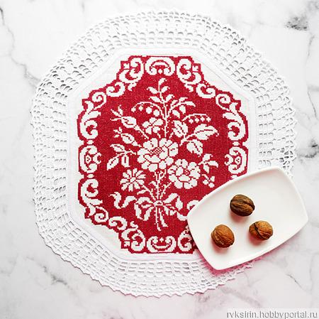 """Декоративная салфетка """"Букет роз"""" с вышивкой крестом и кружевом ручной работы на заказ"""