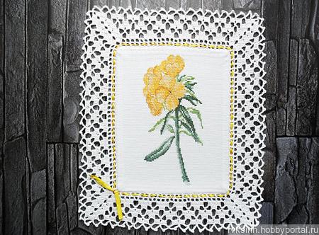 """Декоративная салфетка """"Желтые цветы Купальница"""" с ручной вышивкой ручной работы на заказ"""