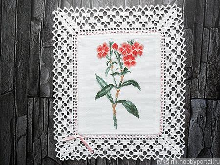 """Декоративная салфетка """"Красные цветы Гвоздичка"""" с ручной вышивкой ручной работы на заказ"""