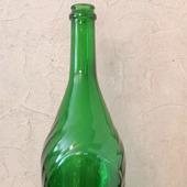 Бутылка из стекла зеленого оттенка