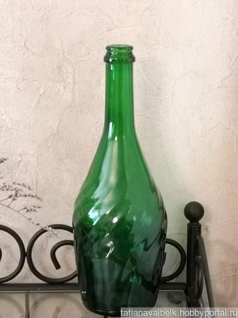 Бутылка из стекла зеленого оттенка ручной работы на заказ