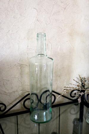 Бутылка 1 л стекло светло-зеленого оттенка ручной работы на заказ