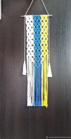 Панно-макраме трехцветное на тонкой палочке ручной работы на заказ
