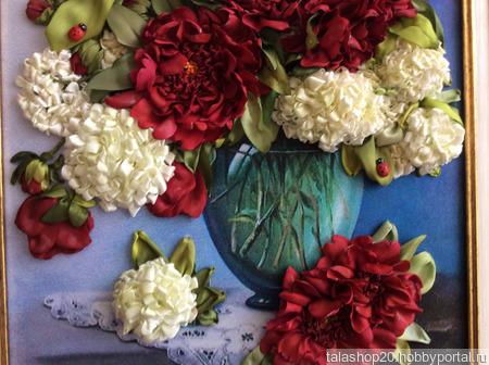 Картина «Пионы и бульдонеж» вышитая лентами ручной работы на заказ