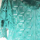 Красивая большая ажурная шаль с шишечками из шерсти Мятная