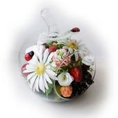 Композиция с цветами и ягодами из полимерной глины