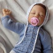 Вязаный бодик для новорожденного
