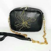 Миниатюрная сумочка с вышивкой