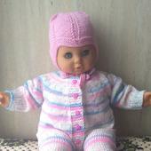 Вязаный комплект одежды на выписку для малышей