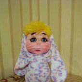 Пупсик в костюме зайки (вязаная игрушка)