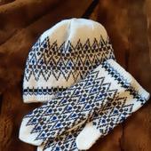Варежки  и шапочка вязаные жаккардовые