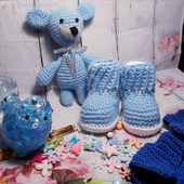 Комплект для новорождённого - пинетки и игрушка