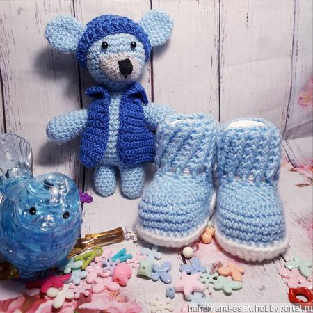 Комплект для новорождённого - пинетки и игрушка ручной работы на заказ