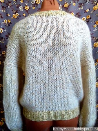 Модный свитер из кид-мохера с вырезом ручной работы на заказ