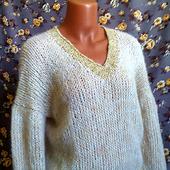 Модный свитер из кид-мохера с вырезом