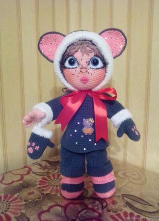 Девчушка в костюме мышки - вязаная игрушка ручной работы на заказ
