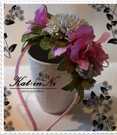 Ободок c хризантемами и альстромерией ручной работы на заказ
