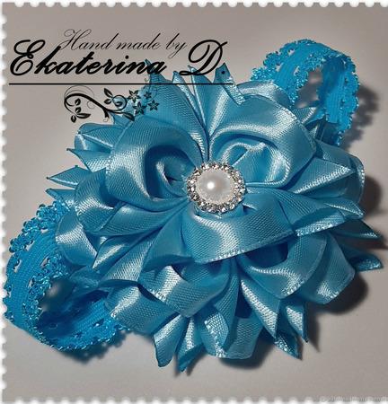 Повязочка с цветком из атласной ленты ручной работы на заказ
