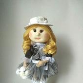 Кукла текстильная в чёрно-белом платье