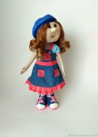 Кукла текстильная в плаще и джинсовом сарафане ручной работы на заказ