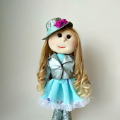 Кукла с серебряной жакете и бирюзовом платье