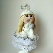 Кукла текстильная в белом манто с мехом