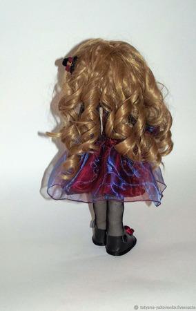 Текстильная кукла в бордовом платье с органзой ручной работы на заказ