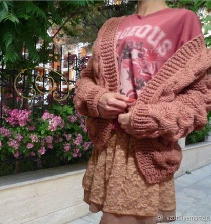 """Вязаный кардиган крупной вязки """"Грёзы Города"""" с рельефными жгутами ручной работы на заказ"""