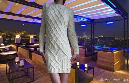 """Вязаное платье """"Vanilla Cream"""" с рельефными жгутами ручной работы на заказ"""