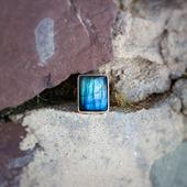 Серебряное кольцо с лабрадоритом