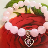 Браслет из розового кварца для привлечения любви
