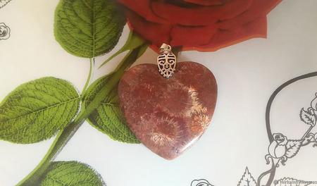 Кулон с окаменелым, ископаемым кораллом ручной работы на заказ