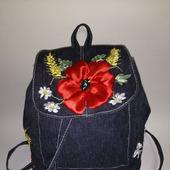 Вышитый джинсовый рюкзачок с маками
