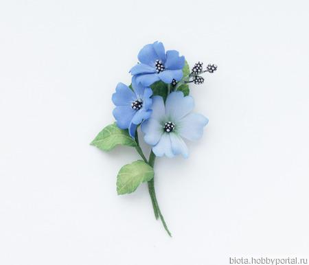 Букетик украшение-брошь с голубыми цветами из фоамирана ручной работы на заказ