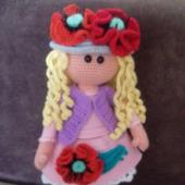 Куколка с маками