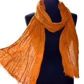 Льняной длинный жатый оранжевый шарф ручной работы