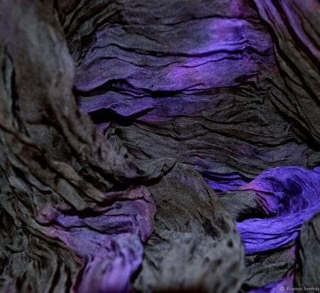 Шарф черно фиолетовый большой шифоновый жатый шёлковый ручной работы на заказ