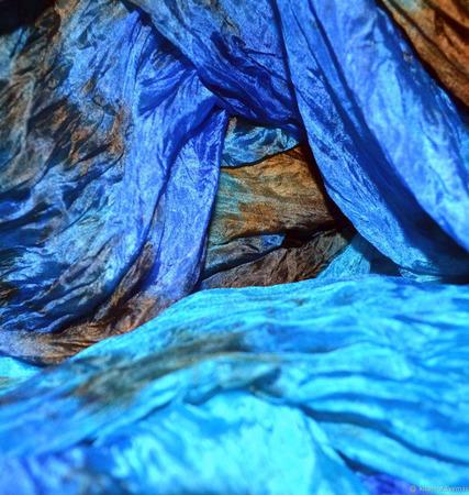 Шарф-палантин шелковый голубой ручной работы на заказ
