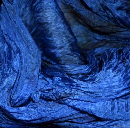 Палантин синий шелковый жатый женский ручной работы на заказ