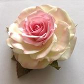 "Заколка-зажим ""Бело-розовая роза"""