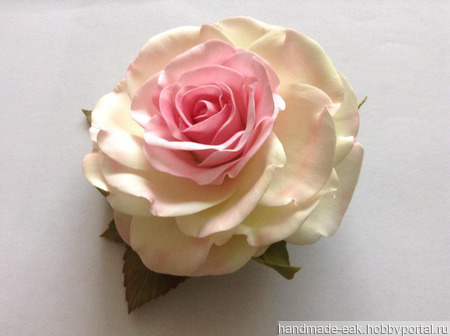 "Заколка-зажим ""Бело-розовая роза"" ручной работы на заказ"