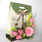 Оформление подарочной упаковки композицией из конфет