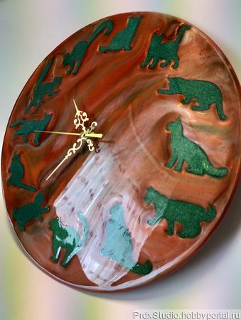 Часы из эпоксидной смолы ручной работы на заказ