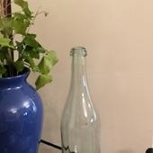Бутылка стеклянная светло-зеленого оттенка