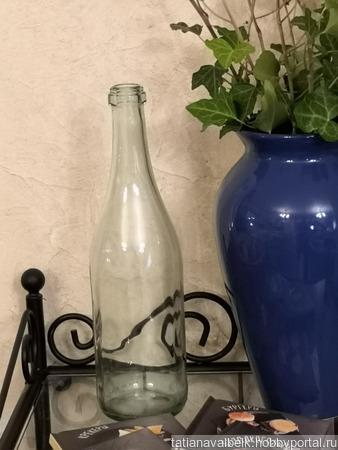 Бутылка стеклянная светло-зеленого оттенка ручной работы на заказ