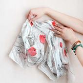 Поле шарф шелковый батик белый красный серый маки