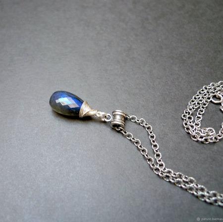Кулон с лабрадором на серебряной цепочке ручной работы на заказ