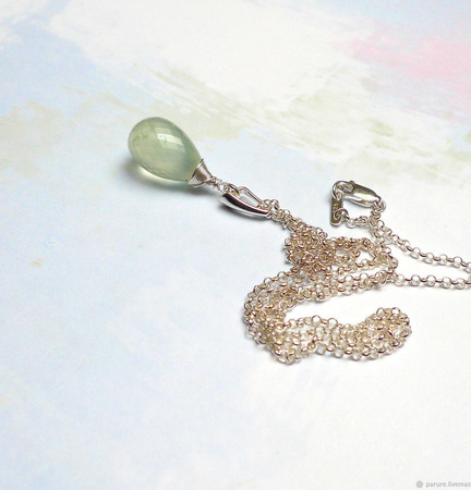 Кулон с пренитом серебряный на цепочке ручной работы на заказ