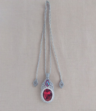 """Кулон макраме """"Геометрия"""" с красным кристаллом ручной работы на заказ"""