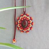"""Кулон: """"Огненный цветок"""" с унакитом макраме плетеный"""